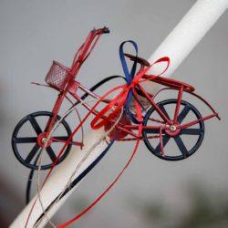 Λαμπάδα με μεταλλικό ποδήλατο