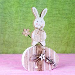 Λαγουδάκι ξύλινο σε αυγό, ύψους 25cm